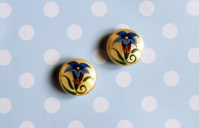 Painted flower buttons